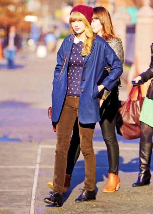 Le 04 Décembre Taylor a été photographiée dans les rues de New York, vers son hôtel.