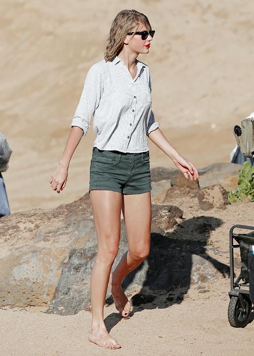 21 Janvier : Taylor et des amies profitant du bon temps sur une plage de Hawaï