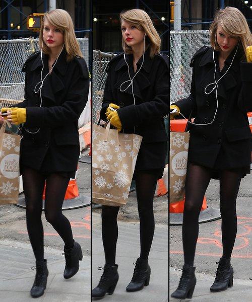 25 Mars : retournant chez elle après avoir fait un peu de shopping, à New York