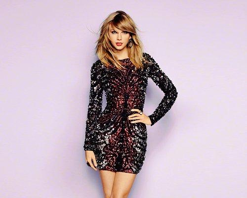"""Taylor a une nouvelle statue de cire à son effigie, exposée à Londres, telle qu'elle apparait dans son clip """"Shake it Off"""". Qu'en pensez-vous ?"""