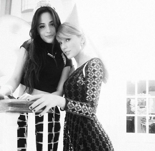 Fêtant l'anniversaire d'une amie en compagnie -entre autres- de Selena Gomez.