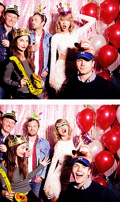 Taylor était au 25ème anniversaire de sa meilleure amie Abigail.