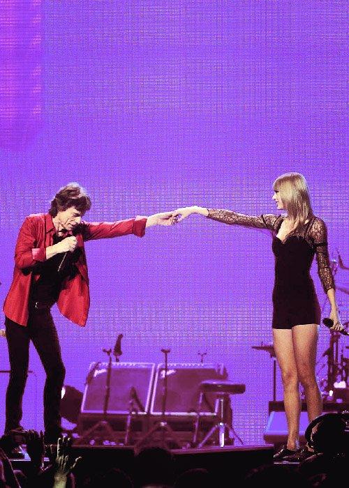 Le 3 Juin Taylor a rejoint les Rolling Stones sur scène pendant leur concert à Chicago.  Je m'y attendais pas du tout ! En tous cas je trouve ça super, en plus j'aime beaucoup les Rolling Stones, dont cette chanson !