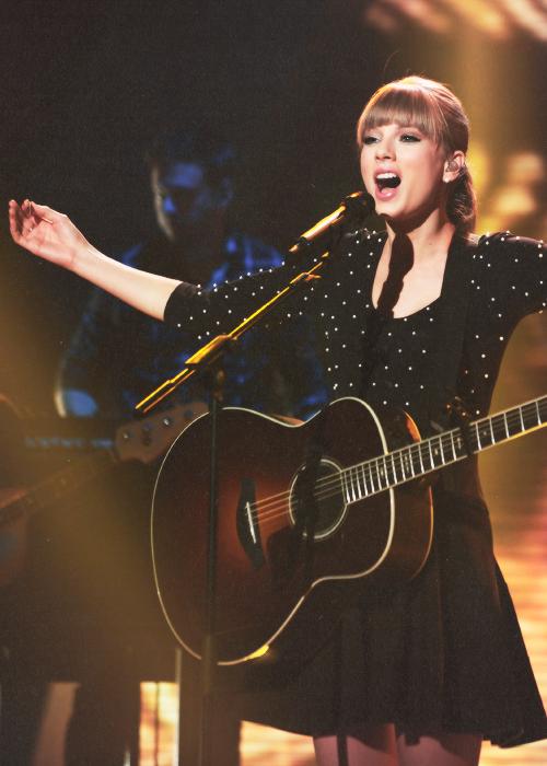 Le 8 Juin Taylor se rendait aux studios de Britain's Got Talent à Londres pour chanter Everything Has Changed, son nouveau single en collaboration avec Ed Sheeran.