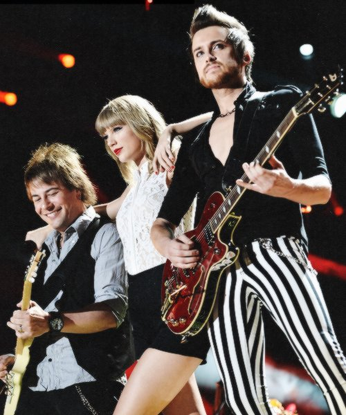 Le 6 Juin Taylor est allée au CMA Music Festival à Nashville et a répondu à quelques questions sur son prochain album, le clip Everything Has Changed, etc