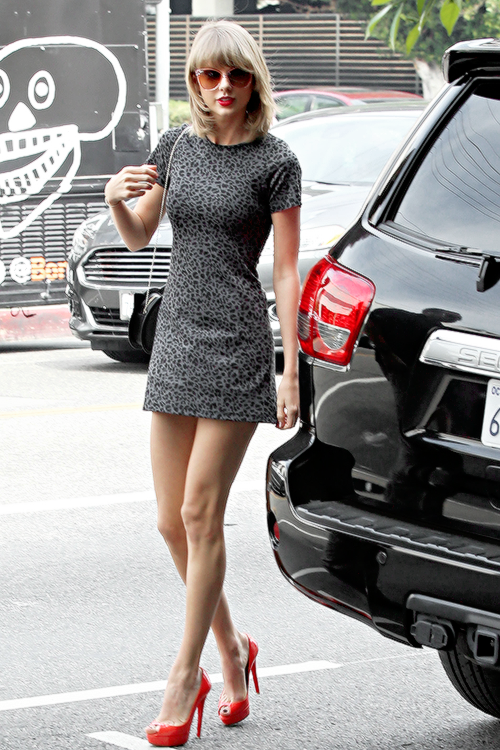 10 Mars : dans Studio City, Los Angeles.