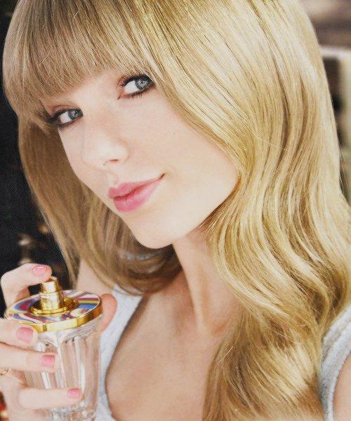 Publicité pour son parfum Taylor by Taylor