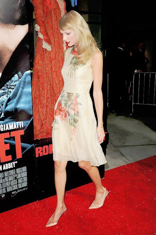 """Le 24 Septembre 2013, Taylor s'est rendue à la première du film """"Romeo and Juliet"""" à Los Angeles."""