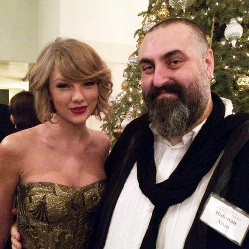 18 Décembre : Taylor était au SCL Holiday Dinner