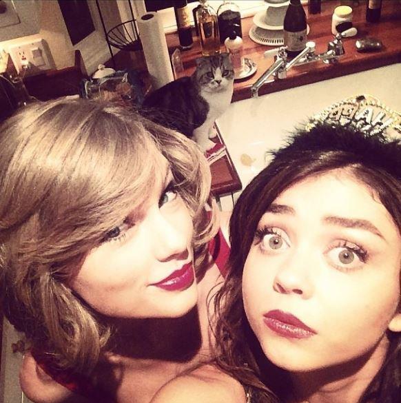 Instagram Time - Taylor a fêté le Nouvel An avec des amis, notamment sa meilleure amie Abigail et l'actrice Sarah Hyland :)