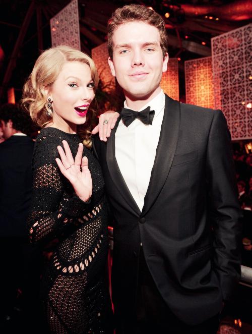Le 12 Janvier 2014 : Les Golden Globe Awards ! Taylor s'est rendue à la cérémonie à Los Angeles. Elle n'a rien remporté cette fois ci. Top ! :)