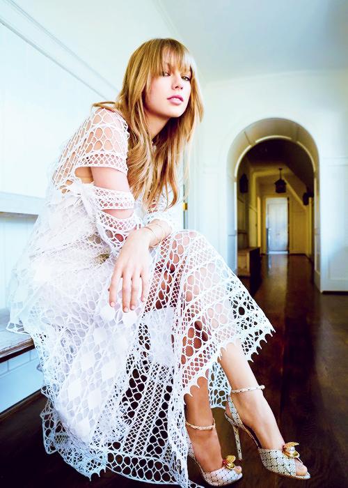 En Mars 2014 Taylor faisait la couverture de Glamour ! Retrouvez les photos et la vidéo Behind The Scenes.