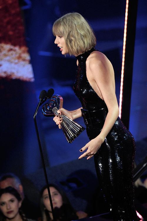 Le 02 Avril, Taylor est montée sur la scène des GLAAD Media Awards qui récompensent ceux qui ont oeuvré pour la reconnaissance de la communauté LGBT. Elle a remis un prix à l'actrice Ruby Rose.