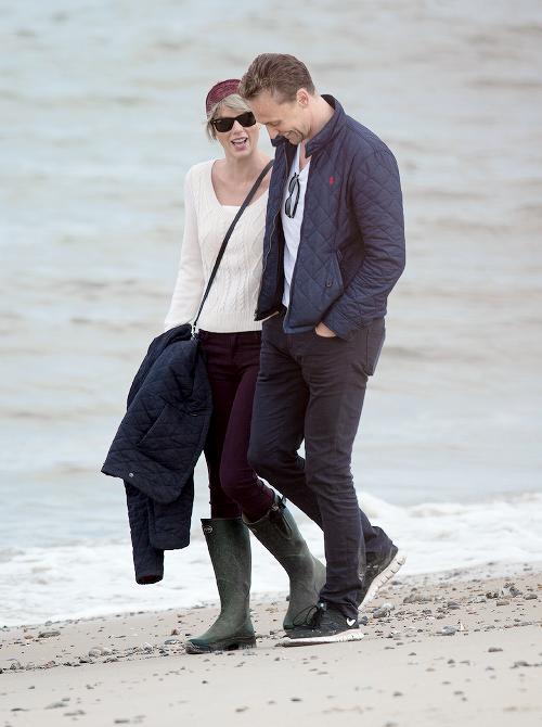 Le 26 Juin, Taylor et Tom se rendaient à la plage, dans le comté de Suffolk en Angleterre, où habite la mère de Tom.