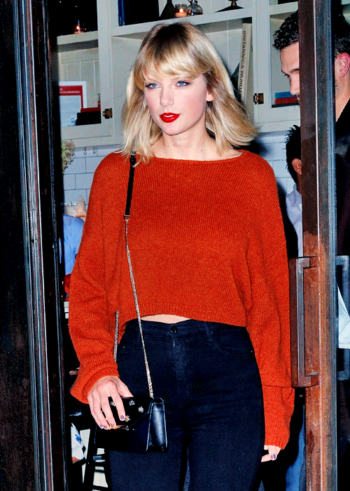 12 Octobre : Taylor s'est rendue à un concert privé du groupe de rock américain Kings of Leon, à NYC