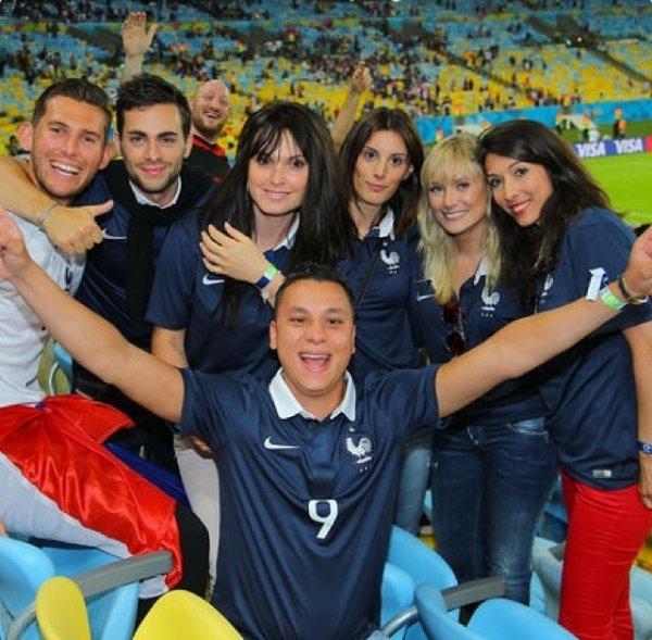 Jennifer Giroud et des amis au Maracana