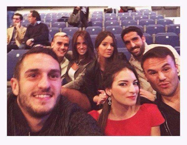 Erika & Antoine Griezmann avec des joueurs et Wags de l'Atletico