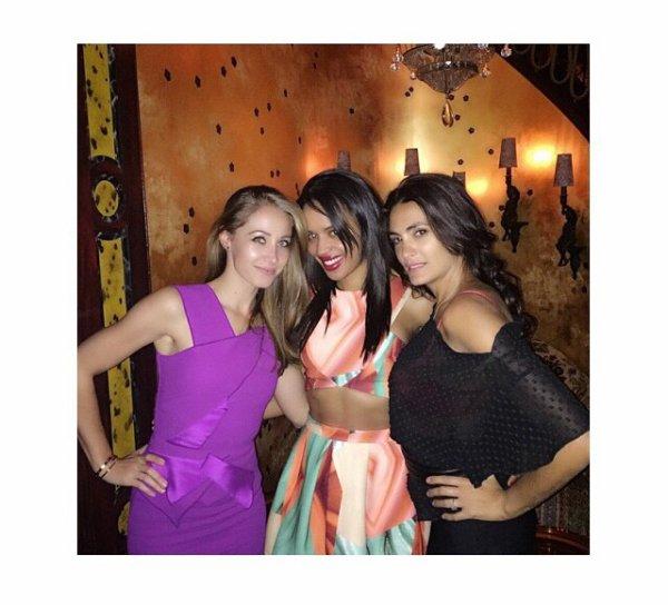 Andrea Rajacic avec Daniela Semaan, Jessica Pires et des amies pour son anniversaire