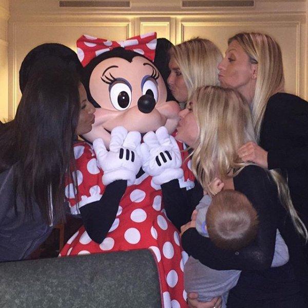 Élodie, Sonia, Valérie & Noemie à DisneyLand
