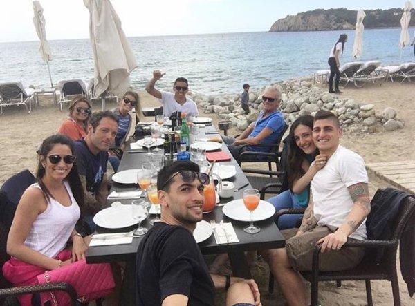 Chiara & Javier, Laura & Marco, Carol & Marquinhos avec les parents de Carol à Ibiza