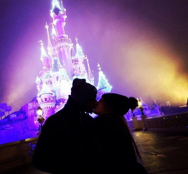 Catiia & Cafu fêtent le réveillon à Disneyland!