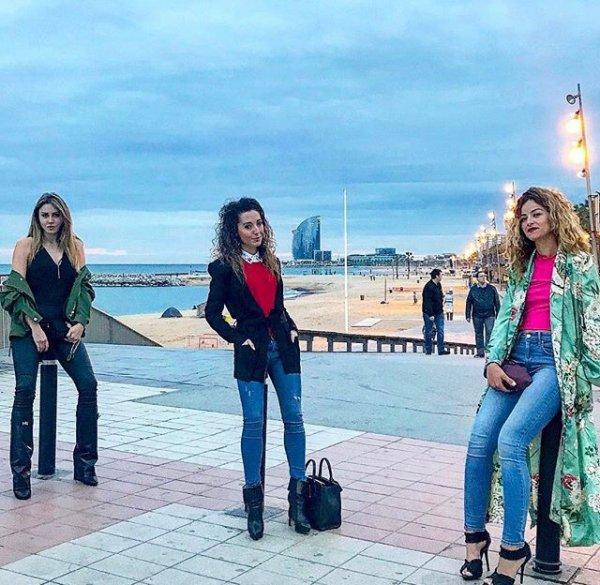 Tiziri avec Haneia (Les Anges 9) et une amie à Barcelone