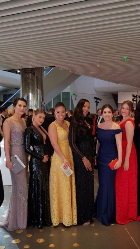 Angela, Jorgelina, Chiara, Celia, Eve, Carol, Madalena, Isabelle, Isabelle, Laura, Marrion & Déborah au dîner de la Fondation PSG