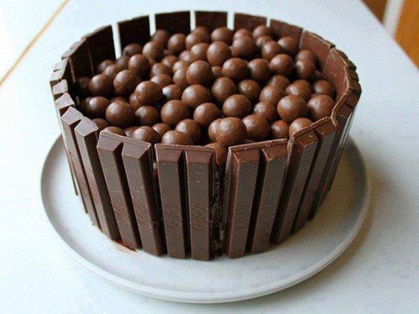 des chocolats dans un bol de chacolats