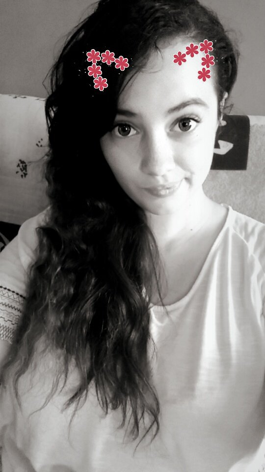 ♥ >> www.lolo7825.skyrock.com <<  ♥ Laura c'est moi