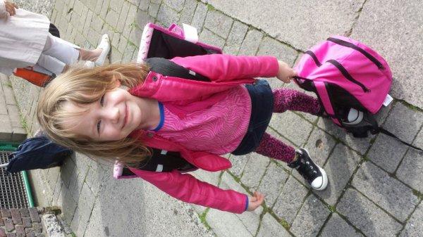 Ma fille lea le jour de la rentrée :-)