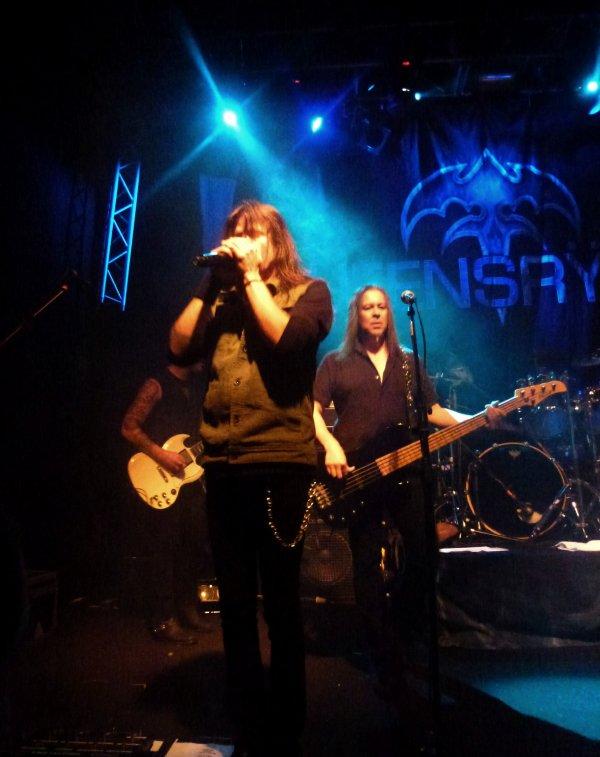 Finntroll & Tyr (le 3 octobre au Voodoo Lounge). Children Of Bodom & Napalm Death (le 10 octobre a Vicar Street). Queensryche & Crash (le 18 octobre a la Button Factory). Airboune & Black Spiders (le 23 octobre a l' Academy).