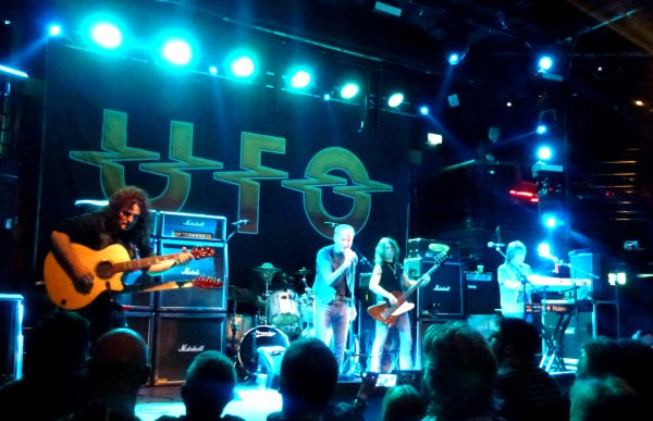 Anathema (le 17 avril à l'Academy), UFO & Redscool (le 21 avril à l'Academy) et Blue Pills (le 27 avril au Voodoo Lounge)