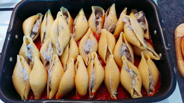 Conchiglioni gratinés farcis aux champignons et à la ricotta.