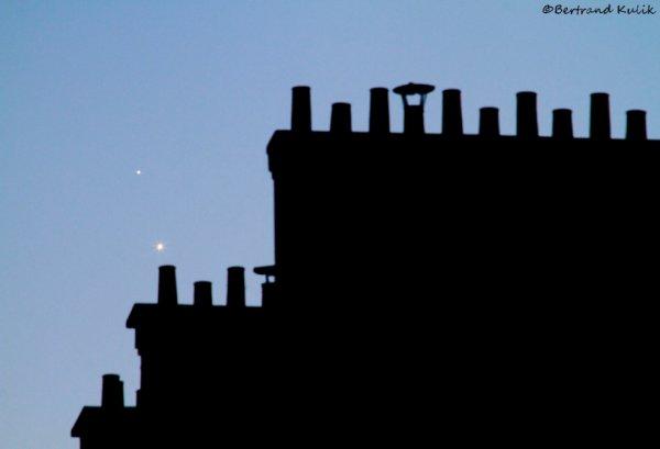 Jupiter et venus sur les toits Parisiens