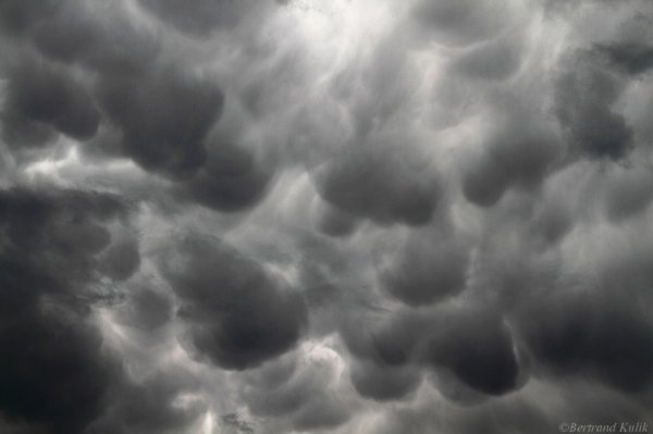 Mammatus clouds over Paris