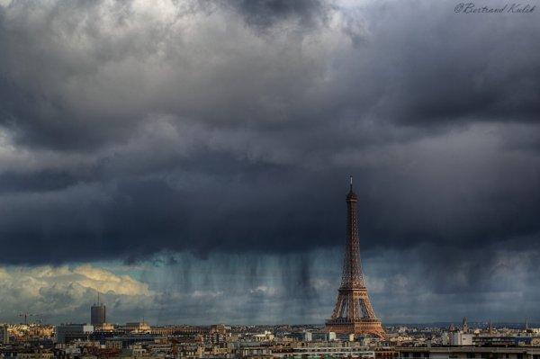 Rideaux de pluie sur Paris