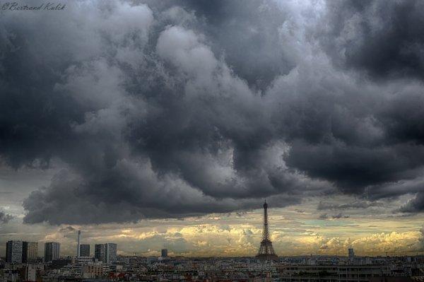 Ciel sombre sur Paris
