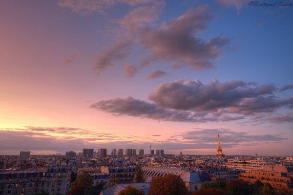 Poussières sahariennes, Parisian sunset
