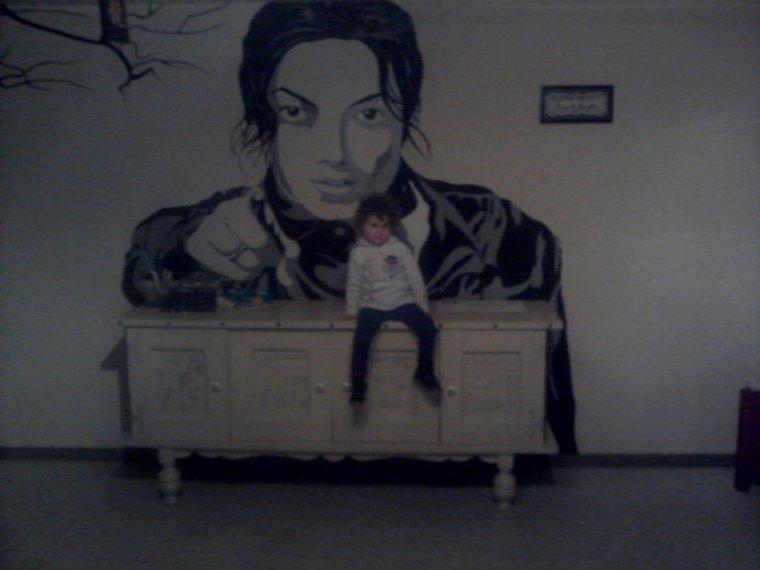 N'est-il pas beau mon big MJ FINI trônant dans mon salon ? :p