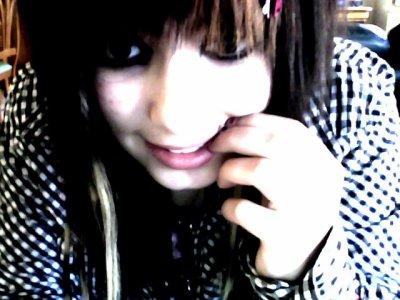 Aime cette fille , petit con , aime la car elle pourra peut-être enfin te faire aimer la vie.