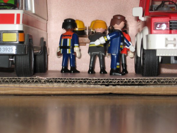 nouvelle caserne pour les pompier et policier de playmobil. Black Bedroom Furniture Sets. Home Design Ideas