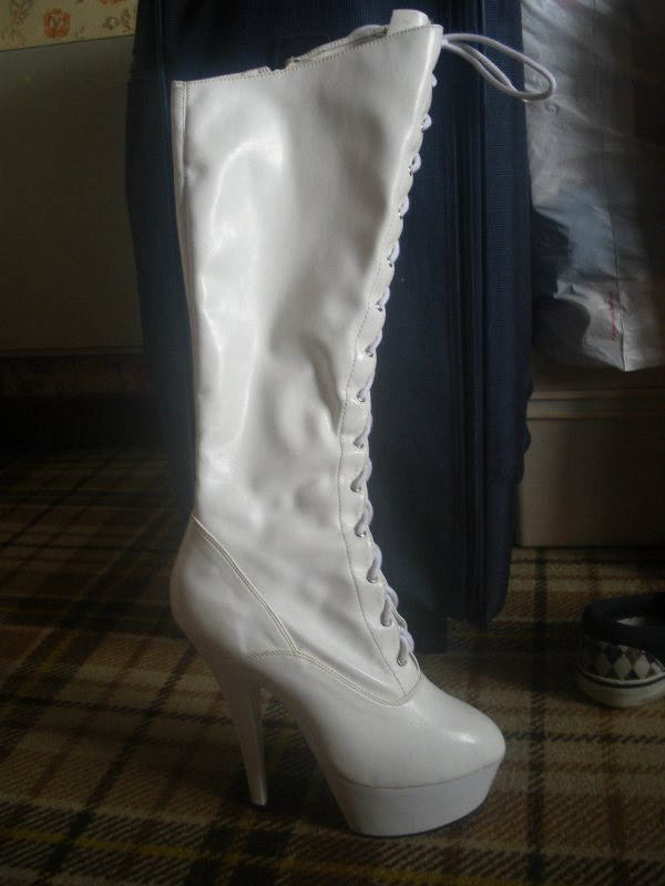 bottes blanches style pleaser