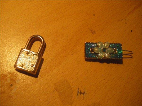 pince bleu + pendentif cadenas fourni sans chaine