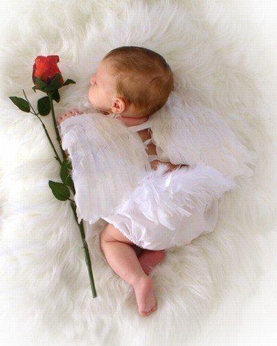 Parfois un petit ange traverse votre vie... Et repart dans un souffle...laissant l'âme meurtrie... Si la vie continue...puisqu'elle est faite ainsi... Le coeur d'une maman...meurt toujours avec lui... On dit que le temps passe...Que tout se soigne un jour... Il n'est pas de remèdes...pour ce chagrin d'amour...