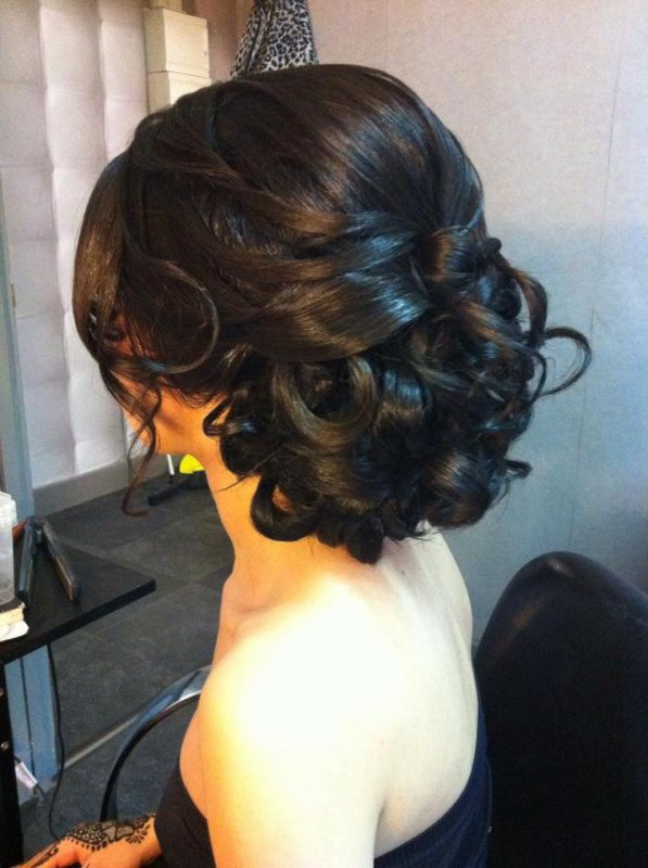 Chignon Boucles Bas Location Et Vente De Robes De Mariees Robes