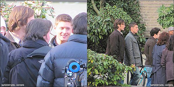 . 10/02/11 : Les frères WINCHESTER étaient sur le plateau de tournage de la saison 6 de SUPERNATURAL. Jared et Jensen se promenaient par-ci par-là et parlaient avec les employés.  .