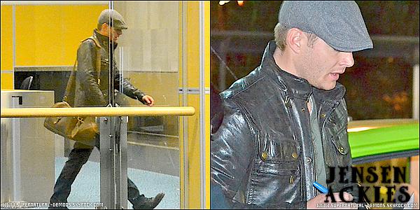 .  20/02/11 : Jensen Ackles, qui joue le personnage Dean Winchester dans SUPERNATURAL, a été aperçu à l'aéroport de Vancouver. ICI new vidéo de Jared Padalecki et Jensen Ackles.   .