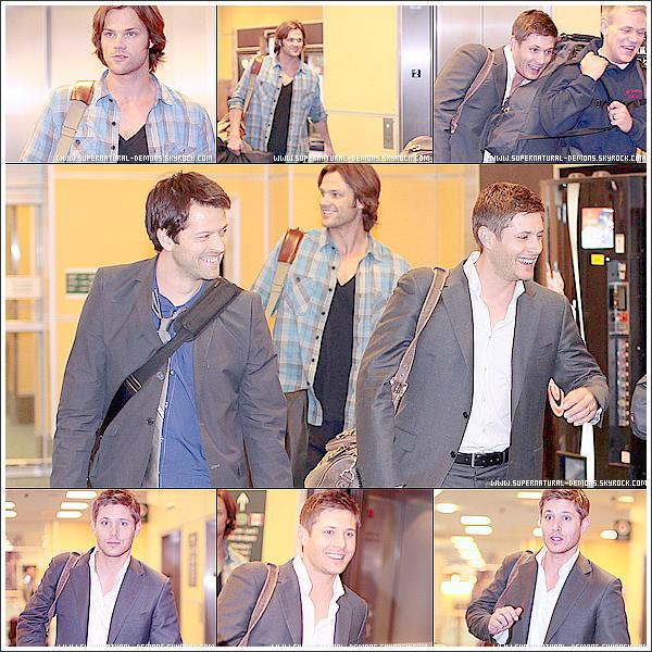 . 13/03/11 : Jared Padalecki et  Jensen Ackles ont été aperçu arriver à l'aéroport international de Vancouver en Colombie-Britannique.   .
