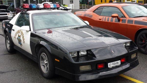 Chevrolet Camaro iroc-z dans le film sherif fais moi peur
