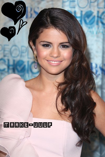 * Les Make up et Tenus des People Choice Award's 2O11 De Selena  *